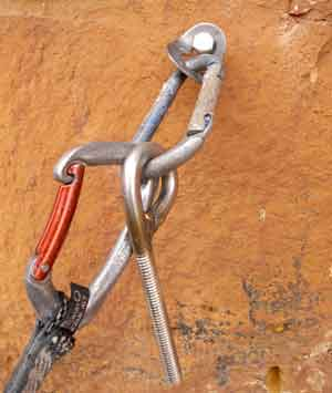 Aid bolt with ringbolt